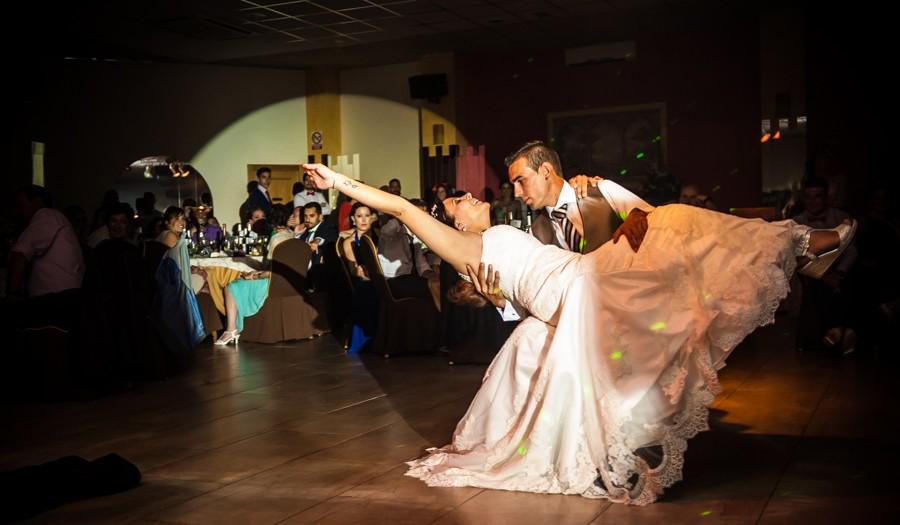 Fotógrafos de Bodas en el Salon de Celebraciones la Toscana - Tania y Alejandro